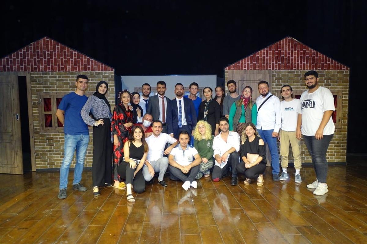 Gaziantep'te genç tiyatrocular ağaçlandırma seferberliği için perdelerini açtı