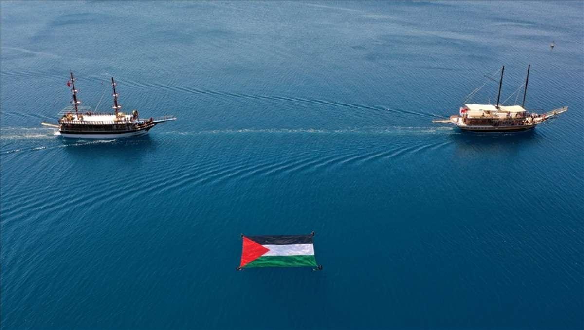 Antalya'da 'Özgür Mescid-i Aksa, Mavi Marmara' etkinliğinde teknelerle konvoy oluştur