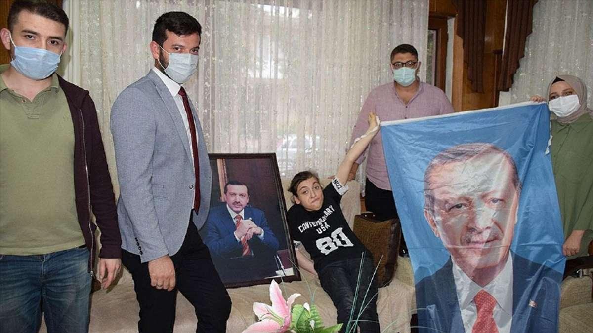 Cumhurbaşkanı Erdoğan, serebral palsi hastası Merve'nin sevgisini karşılıksız bırakmadı