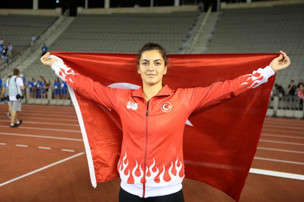 Esra Türkmen madalya için ter döküyor