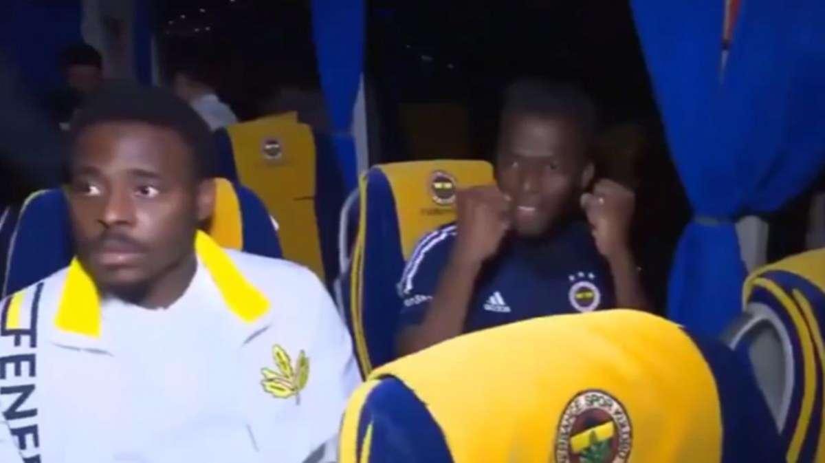 Fenerbahçeli futbolcular takım otobüsündeki canlı yayında çılgınlar gibi çığlık attı