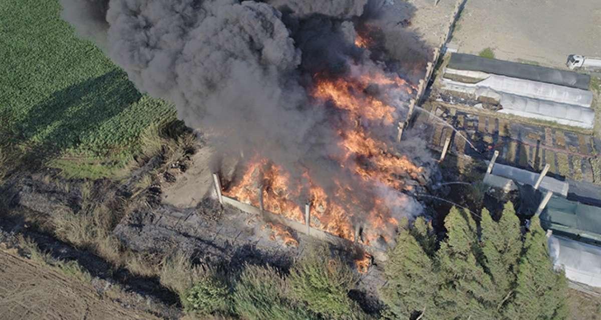Geri dönüşüm fabrikasının deposunda çıkan yangın drone ile görüntülendi