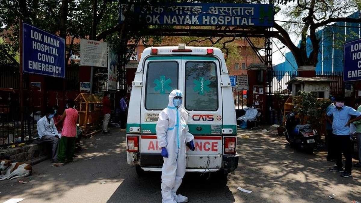Hindistan'da Kovid-19 salgınında son 24 saatte 3 bin 380 kişi öldü