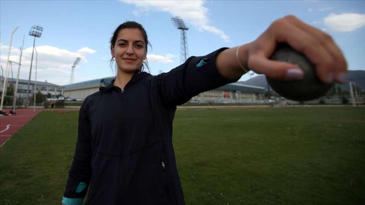 Milli ciritçi Esra Türkmen uluslararası müsabakalarda madalya almak için ter döküyor