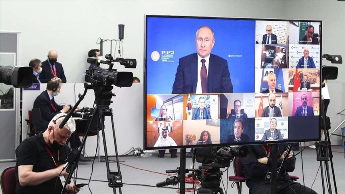 Putin'den Rusya'yı 'gerileyen güç' olarak tanımlayan MI6 Başkanı Moore'a te