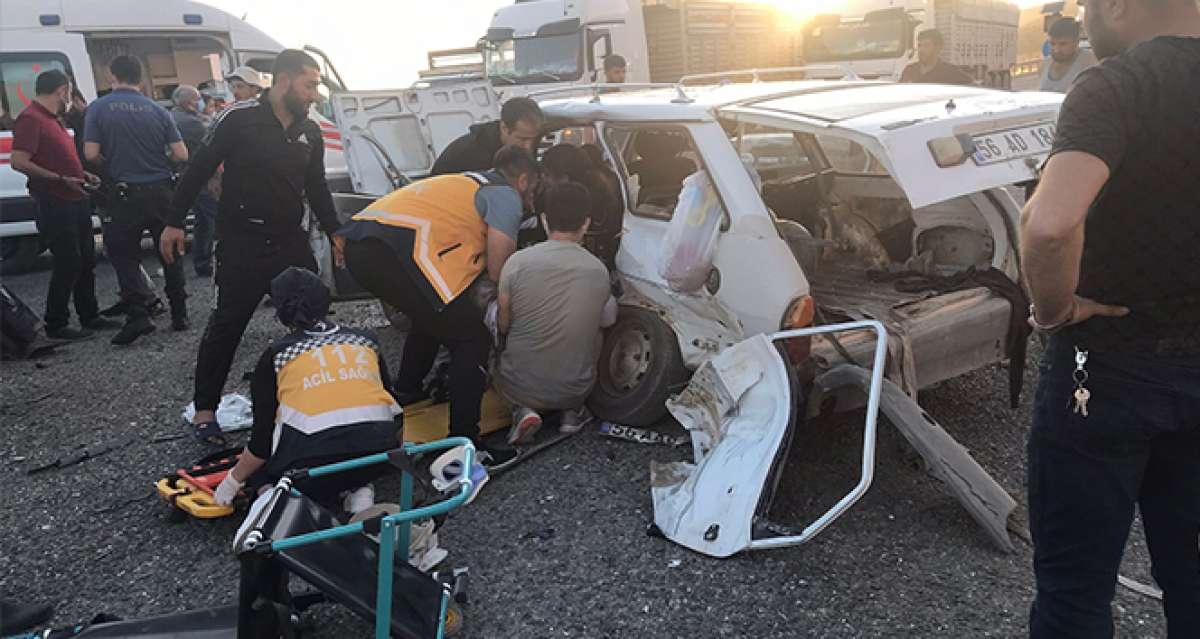 Siirt'te kamyonet ve otomobil çarpıştı:2 ölü, 6 yaralı