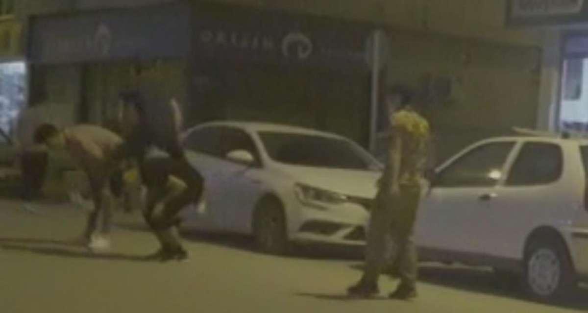 Sokağa çıkma kısıtlamasında caddede 'birdirbir' oynadılar