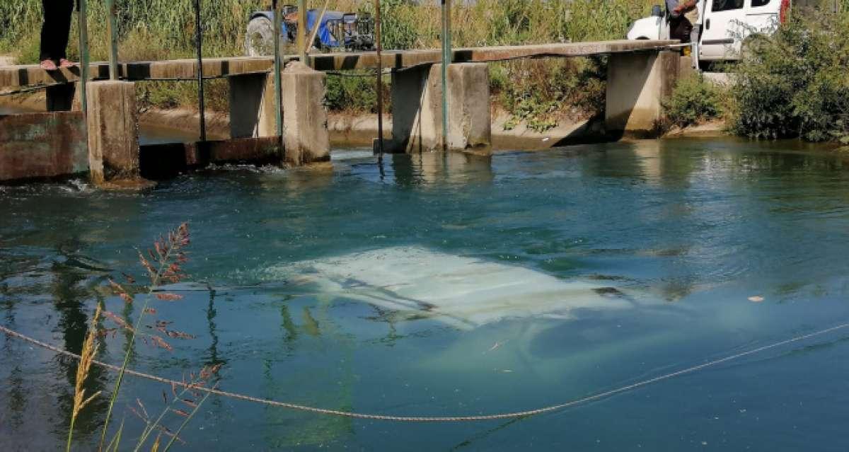 Sulama kanalındaki kazalı araç, polisi alarma geçirdi