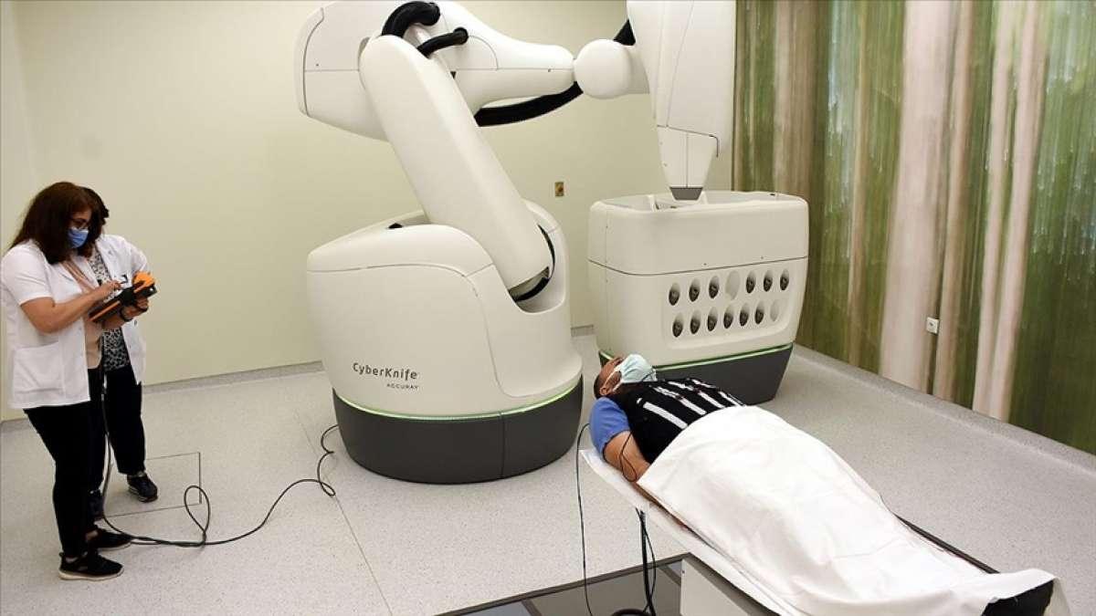 Robotik radyocerrahi cihazı 'Uzay Neşteri' kanser tedavisinde etkin rol üstleniyor