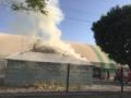 Ağrı'da, yüksek gerilim hattında çıkan patlama nedeniyle halı sahada yangın çıktı.